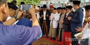 Ketua MUI Pusat Lakukan Peletakan Batu Pertama Pembangunan Rachmatoellah Convention Center
