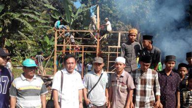 Photo of Hebat, Warga Cibaliung Bahu-membahu Bedah Rumah Keluarga Tak Mampu