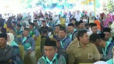 Photo of Isak Haru Keluarga Warnai Keberangkatan Ratusan Calon Jemaah Haji Kota Serang