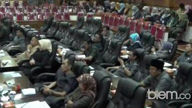 Photo of Puluhan Anggota DPRD Kabupaten Serang Bolos Rapat Paripurna