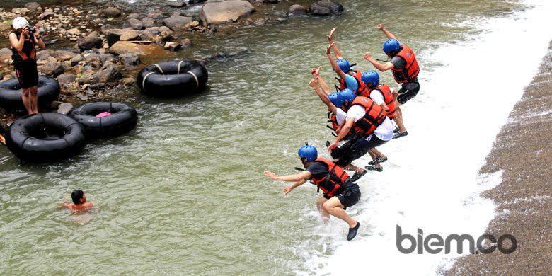 Uji Adrenalin Dengan River Tubing Di Sungai Cikalumpang Padarincang
