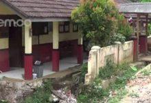 Photo of Ambruk Diterjang Banjir, Hingga Kini SDN Tamansari Tak Kunjung Diperbaiki