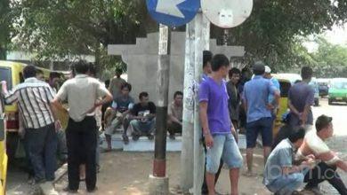 Photo of Akibat Trayek Semrawut, Puluhan Sopir Angkot Mogok 'Narik'