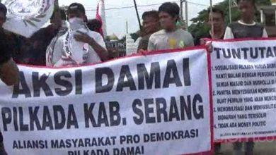 Photo of H-1 Pencoblosan, Pemkab Serang Didemo Warga