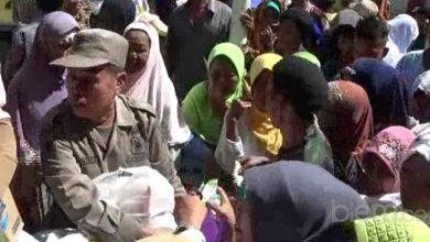 Photo of Ribuan Warga Serbu Sembako Gratis dari Pemkab Serang