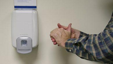 Photo of Sering Cuci Tangan Pakai Hand Sanitizer? Baca Dulu Artikel Ini!