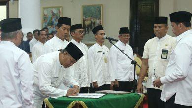 Photo of Gubernur Banten Lantik 5 Pejabat Esselon II Hasil Lelang