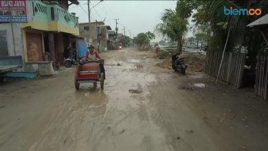 Photo of Video: Rusak Parah, Inilah Kondisi Jalan Pelabuhan Karangantu