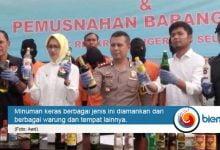 Photo of Operasi Sikat Jaya, Tim Polres Tangsel Amankan Puluhan Ribu Botol Miras