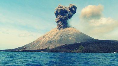 Photo of Gunung Anak Karakatau Kembali Erupsi: Status Tetap Waspada