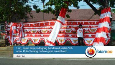 Photo of Pedagang Bendera Mulai Hiasi Jalan Protokol Kota Serang