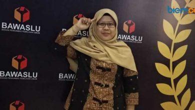 Photo of Mengenal Liah Culiah, Satu-satunya Komisioner Perempuan di Bawaslu Kota Serang
