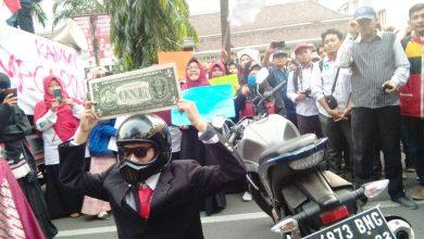 Photo of Gerakan #SaveRupiah KAMMI Sepi Pemberitaan, Padahal hanya Aksi Teatrikal