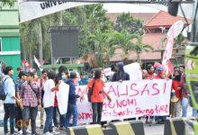 """Photo of Anggap """"Rezim Berkhianat"""", Aksi GMNI DPK Untirta Ajukan Enam Tuntutan"""