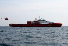 Photo of Pertamina Distibusikan BBM Menggunakan Kapal SAR Kendari dan Pesawat Khusus