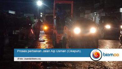 Proses perbaikan Jl Aip Usman