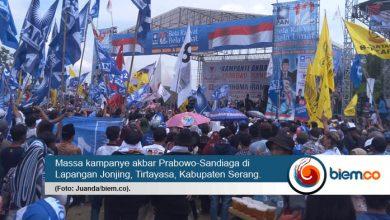 Photo of Ribuan Pendukung Prabowo-Sandiaga Padati Kampanye Akbar di Lapangan Jonjing