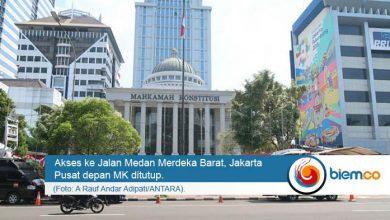 Photo of Jelang Gugatan Prabowo-Sandi, Polisi Tutup Jalan Depan MK