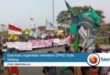 Photo of Demo Pecah Berkubu di Depan DPRD Kota Serang