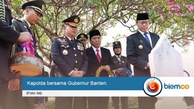 Peringati Hari Pahlawan, Kapolda Banten Laksanakan Ziarah Tabur Bunga