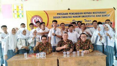 Photo of Menyasar Generasi Muda, Tiga Dosen Fakultas Hukum Uniba Gelar Sosialisasi Hukum