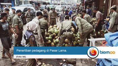 Penjual Kelapa Degan Pasar Lama Akan Pindah ke Pasar Kepandean
