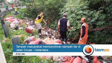 Photo of Masyarakat Pipitan Gotong Royong Bersihkan Sampah Liar