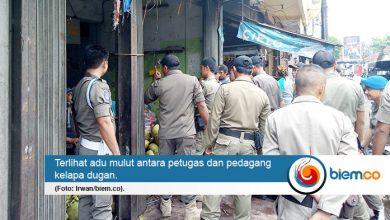 Photo of Menolak Pindah, Pedagang Degan Adu Mulut dengan Petugas Satpol PP Kota Serang