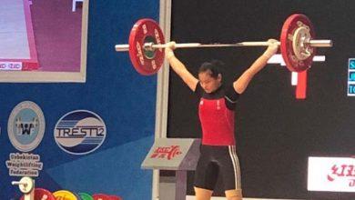 Photo of Windy Cantika Aisah Raih Tiga Medali Emas di Kejuaraan Angkat Besi Junior Asia