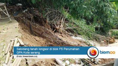 Photo of Diguyur Hujan, Sebidang Tanah di Perumahan GPA Kota Serang Longsor
