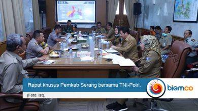 Photo of Pemkab Serang Bersama TNI-Polri Lakukan Disinfeksi Hingga ke Desa