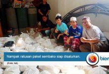 Photo of DKM At-Taqwa Door to Door Bagikan Sembako untuk Warga Terdampak Covid-19