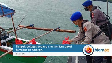 Nelayan di Perairan Suralaya-Merak Dapat Bantuan Sembako dari Ditpolairud Polda Banten