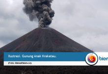 Photo of Gunung Anak Krakatau Erupsi Lagi, Status Waspada
