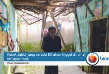 Photo of Duh, Kakek Berusia 80 Tahun di Pandeglang Tinggal di Rumah yang Nyaris Ambruk