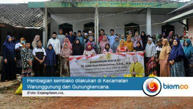 Photo of Adde Rosi Bagikan Ratusan Paket Sembako, Sisir Warga Terdampak Covid-19