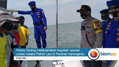 Photo of Polres Serang Kota Sosialisasikan Protokol Kesehatan Hingga ke Tengah Laut