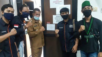 Photo of Hari Aksara Internasional, Pegiat Disabilitas di Banten Pasang Huruf Braille