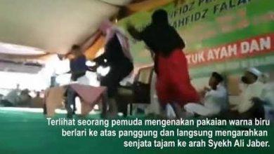 Photo of Video: Detik-detik Penusukan Syeh Ali Jaber